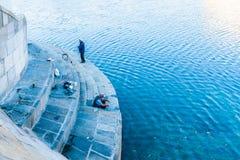 Fischer durch den Moskau-Fluss Stockbilder