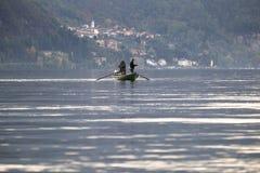 Fischer im Boot Stockbild