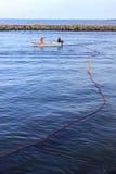 Fischer im kleinen Boot Lizenzfreies Stockbild