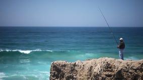 Fischer im Ozean stock video