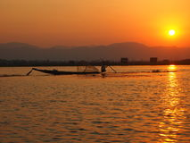 Fischer Inle See in Birma lizenzfreies stockfoto