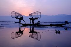 Fischer in Inle See, Myanmar stockbild