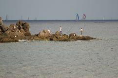Fischer und transatlantisches Rennen im Hintergrund stockfoto