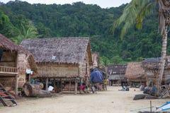 Fischer Village viel stellte Weinlesehaus auf Strand in Phuket ein Stockbilder