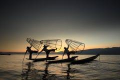 Fischer vom Inle See auf Myanmar lizenzfreie stockfotos