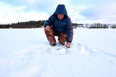 Fischer Winter auf dem See Stockbild