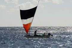 Fischerboot auf Bali Indonesien lizenzfreie stockfotos