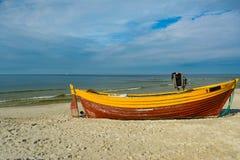 Fischerboot auf dem Seeufer Stockfoto