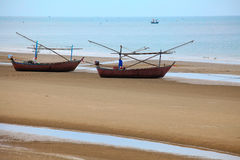 Fischerboot auf dem Strand Stockbild
