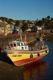 Fischerboot auf dem Ufer Lizenzfreie Stockfotos