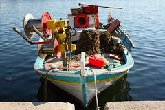 FISCHERBOOT AUF LESVOS, GRIECHENLAND Lizenzfreie Stockfotos