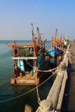 Fischerboot bei Ang Sila Harbour Stockfotografie