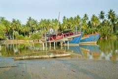 Fischerboot bei Kuala Besar Jetty, Kota Bharu, Kelantan Lizenzfreie Stockfotografie