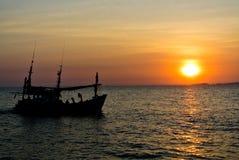 Fischerboot in der Sonne stockbilder
