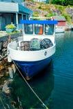 Fischerboot der Weinlese im Hafen Lizenzfreie Stockfotos