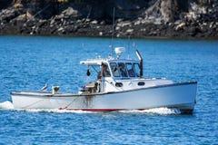 Fischerboot des Hummers im Herbst in Küsten-Maine, Neu-England Stockfotografie