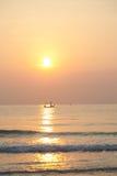 Fischerboot des Morgens Lizenzfreie Stockbilder