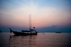 Fischerboot des Schattenbildes Lizenzfreies Stockbild