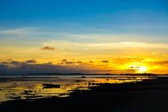 Fischerboot des Sonnenuntergangs stockfoto