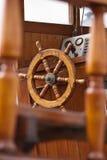 Fischerboot des Steuers Stockfotografie