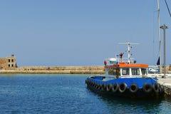 Fischerboot festgemacht am Dock Lizenzfreies Stockbild