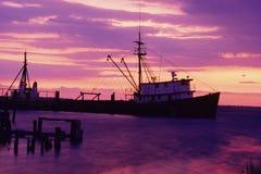 Fischerboot im Hafen Stockbild