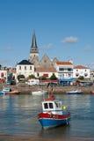 Fischerboot im Hafen von Heilig-Gilles-Croix-De-Konkurrieren Stockbild