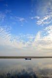 Fischerboot im Meer Stockfotos