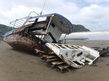 Fischerboot nach Hurrikan Lizenzfreie Stockfotografie