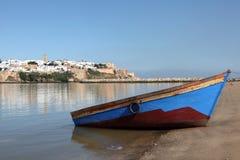 Fischerboot in Rabat, Marokko lizenzfreies stockbild