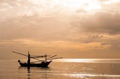 Fischerboot siamesisch auf dem Meer Lizenzfreie Stockbilder