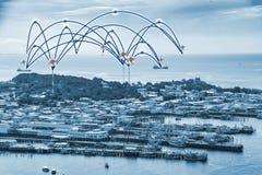 Fischerboot tragen und setzen an Asien-oncept Verbindung auf den Strand Lizenzfreies Stockbild