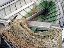 Fischerboot und Netz Stockfotografie
