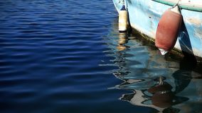 Fischerboot und Wasser stock video footage
