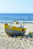 Fischerboote auf baltischem Strand stockbild