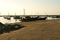 Fischerboote auf dem Sonnenuntergang stockfoto