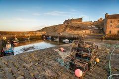 Fischerboote bei Keiss in Schottland Stockbild