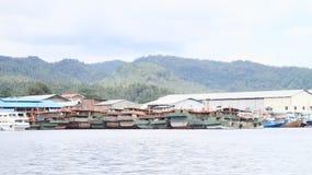 Fischerboote in Bitung stockbilder