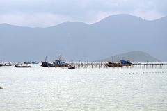 Fischerboote an den Docks lizenzfreies stockfoto
