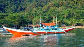 Fischerboote in den Philippinen lizenzfreie stockbilder