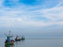 Fischerboote, die am Ufer parken Stockbild