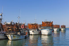 Fischerboote im Hafen - Maschine, zum der Muscheln zu sammeln Stockbild