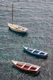 Fischerboote im Hafen von Aci Castello, Sizilien-Insel Lizenzfreie Stockfotos