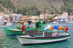 Fischerboote im Hafen von Kastelorizo Lizenzfreie Stockfotos