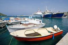 Fischerboote im Kanal von Vrsar lizenzfreie stockfotos