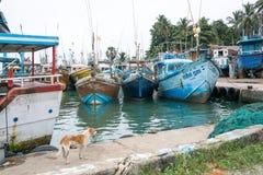Fischerboote in Tangalle-Hafen Lizenzfreies Stockbild