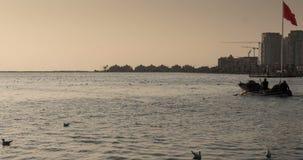 Fischerboote Timelapse gehen dem Hafen zurück zu stock video footage