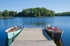 Fischerboote und Pier Lizenzfreies Stockfoto