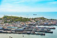 Fischerboothafen und -strand bei Asien Stockfotografie