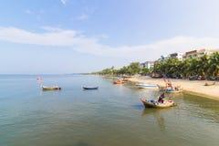 Fischerbootparkküste der Bangsaen-Strand Lizenzfreie Stockfotos
